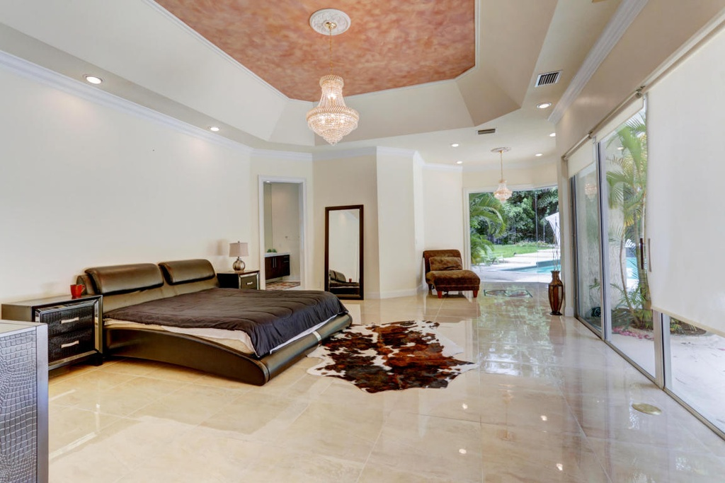 Boca Raton, FL. Fully renovated 10,000 sf Perfect Entertaining house for Sale