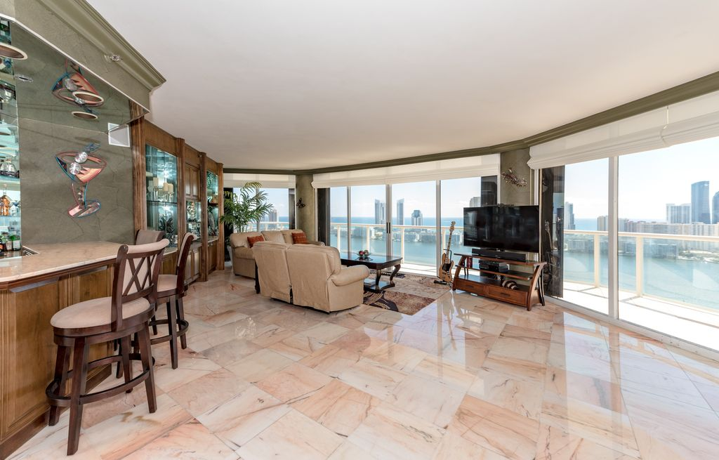Island Blvd, Aventura, FL Luxury condo for sale $849k